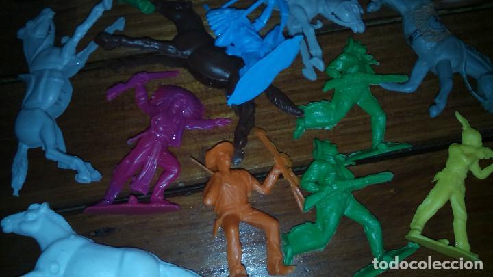 Juguetes antiguos: LOTE INDIOS Y VAQUEROS muñecos de plastico - Foto 3 - 77914305