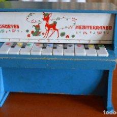 Juguetes antiguos: PIANO DE MADERA ** JUGUETES MEDITERRANEO * AÑOS 70. Lote 78155457