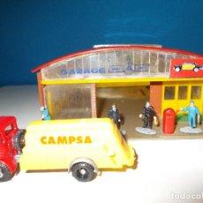 Juguetes antiguos: GARAGE-TALLER DE TAXIS ANGUPLAS CON FLOTILLA TAXIS. Lote 82783728