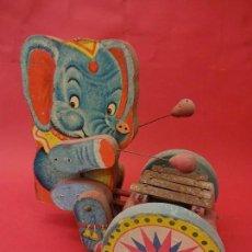 Juguetes antiguos: ELEFANTE MUSICAL EN MADERA. DENIA. TOCA EL XILOFON AL ARRASTRAR. 23 X 23 CTMS. Lote 86382512