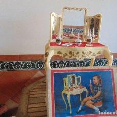 Juguetes antiguos: JUGUETE PARA NIÑA TOILETTE DE MARY PERY DESMONTABLE CON PUFF Y ACCESORIOS. Lote 89032156