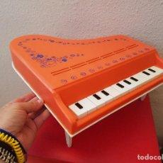 Juguetes antiguos: GRAN PIANO DE COLA JUGUETE CLAUDIO REIG INTRUMENTOS MUSICALES PLASTICO 12 NOTAS JUGUETES AÑOS 70. Lote 89605904