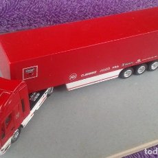 Juguetes antiguos: CAMION NEW RAY - CABINA IVECO - REMOLQUE DUCATI CORSE - MADE IN CHINA - 19,2 CM X 4,5 CM X 3 CM . Lote 91922570