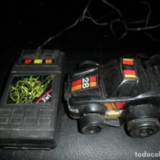 Juguetes antiguos: COCHE TRANSFORMABLE EN ROBOT AUTOMATICAMENTE POR CONTROL REMOTO. Lote 96136767