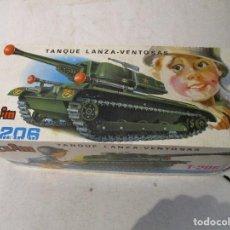 Juguetes antiguos: TANQUE CLIM T-206 LANZA VENTOSAS CON CAJA ORIGINAL. Lote 99512747