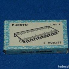 Juguetes antiguos: (M) ANGUPLAS - PUERTO CMS 1 3 MUELLES CON CAJA , MINI SHIPS BUEN ESTADO DE CONSERVACION. Lote 98189115
