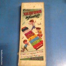 Juguetes antiguos: ANTIGUO JUGUETE COLOR XILOFONO INFANTIL CON PARTITURAS EN CAJA ORIGINAL. Lote 99085991