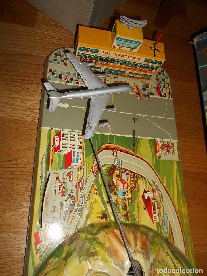 Juguetes antiguos: INTERNATIONAL AIRWAYS HOJALATA AVION WESTERN GERMANY AÑOS 50 TECHNOFIX FUNCIONANDO - Foto 3 - 99385387