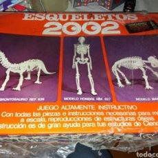 Juguetes antiguos: JUEGO ESQUELETOS 2002. Lote 101143732