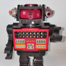 Juguetes antiguos: ROBOT PARLANTE CON MISILES. HOJALATA Y RESINA. YONEZAWA. MADE IN JAPAN. AÑO 1981.. Lote 101989535
