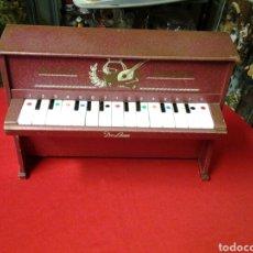 Juguetes antiguos: PIANO MUSICAL ANTIGUO DE MADERA DE LA MARCA MEDITERRANEO. Lote 104527574