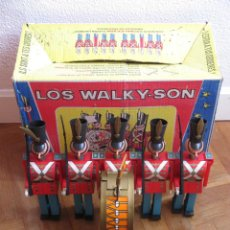 Juguetes antiguos: DETALLES DE BANDA MILITAR JUGUETE «WALKY-SON» DE GEYPER 1968 (WALKYSON TOY MILITARY BAND). Lote 104585971
