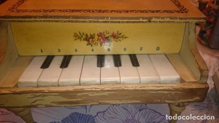 Juguetes antiguos: ANTIGUO PIANO DE MADERA . - Foto 2 - 105104315