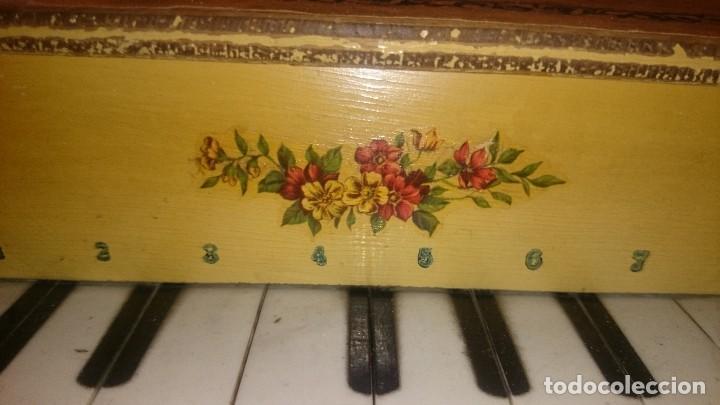 Juguetes antiguos: ANTIGUO PIANO DE MADERA . - Foto 4 - 105104315