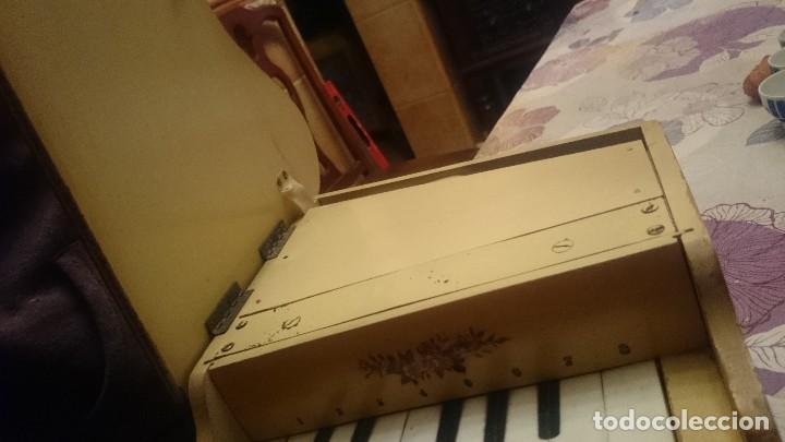 Juguetes antiguos: ANTIGUO PIANO DE MADERA . - Foto 7 - 105104315