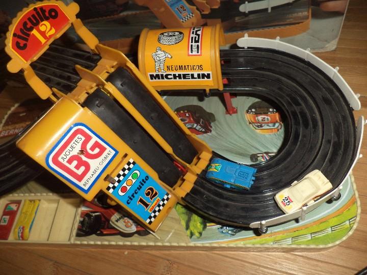 Juguetes antiguos: Circuito 12 de Bernabeu y Gispert.Circuito de coches años 70.Ref.610 Made in Spain. - Foto 2 - 105240143