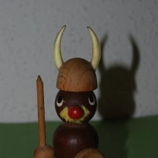 Juguetes antiguos: FIGURA DE MADERA - VIKINGO - JUGUETE. Lote 113987611