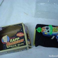 Juguetes antiguos: PISTOLA FUTURAMA ZAPP BRANNIGAN SPACE GUN . Lote 117117063