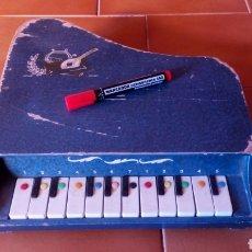 Juguetes antiguos: PIANOLA MADERA. PIANO. REIG ?. Lote 118650056