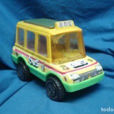 Juguetes antiguos: BUS ESCOLAR FABRICADO POR OBERTOYS MADE IN SPAIN. Lote 120572823