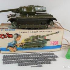 Juguetes antiguos: TANQUE LANZA VENTOSAS T-206. RESINA. CLIM. ESPAÑA. CIRCA 1970. . Lote 122679807
