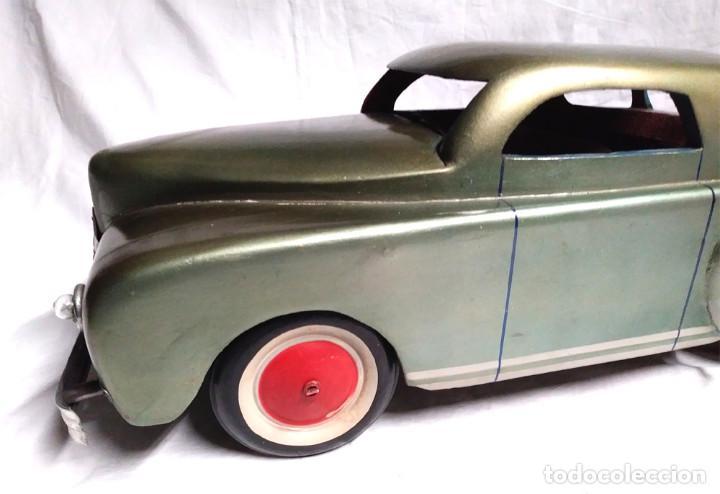 Juguetes antiguos: Sedan modelo grande con luces Juan Forner Font Denia de madera , no jugado resto tienda, años 40 . - Foto 2 - 122842355