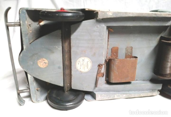 Juguetes antiguos: Sedan modelo grande con luces Juan Forner Font Denia de madera , no jugado resto tienda, años 40 . - Foto 12 - 122842355