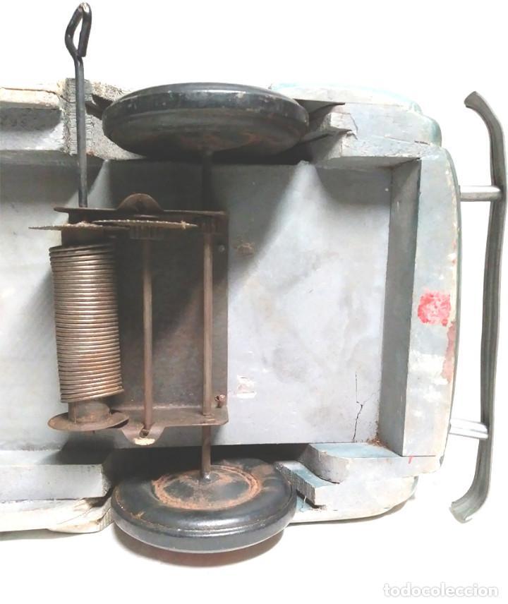 Juguetes antiguos: Sedan modelo grande con luces Juan Forner Font Denia de madera , no jugado resto tienda, años 40 . - Foto 13 - 122842355