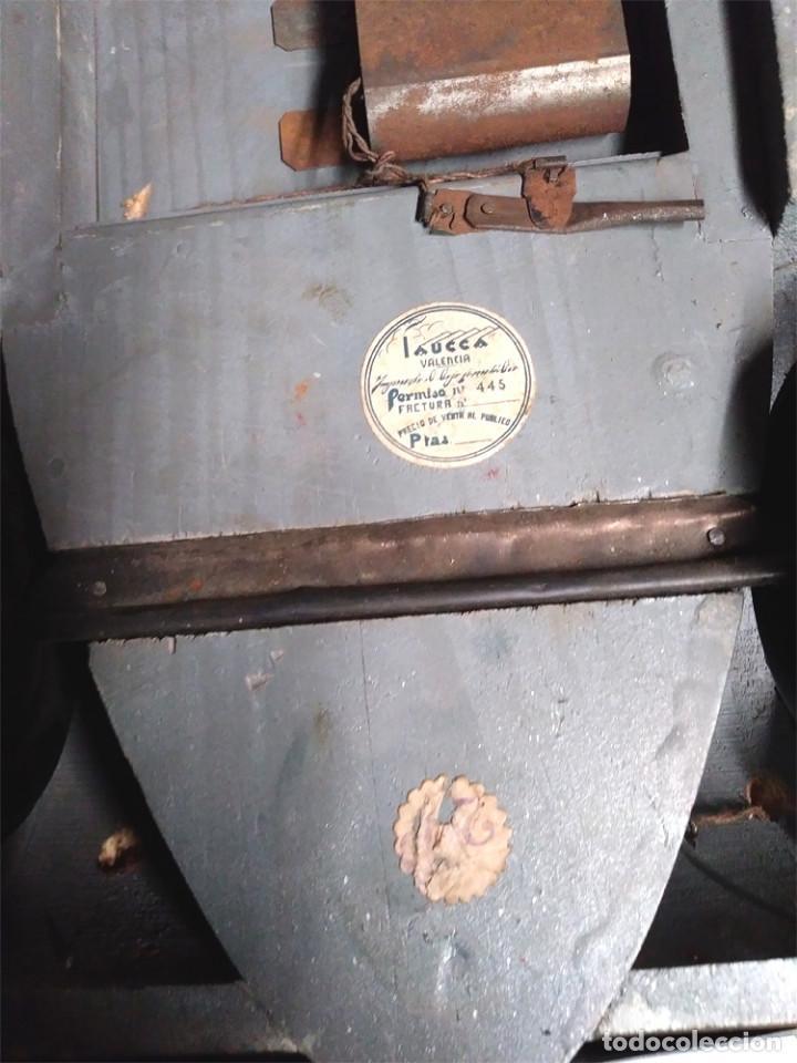 Juguetes antiguos: Sedan modelo grande con luces Juan Forner Font Denia de madera , no jugado resto tienda, años 40 . - Foto 15 - 122842355