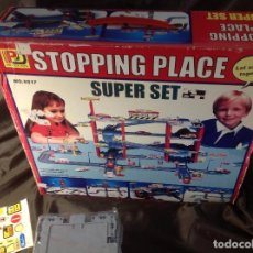 Juguetes antiguos: STOPPING PLACE SUPER SET REF: 5517 PENG DA TOYS PARKING PIEZAS PRECINTADAS. Lote 127782451