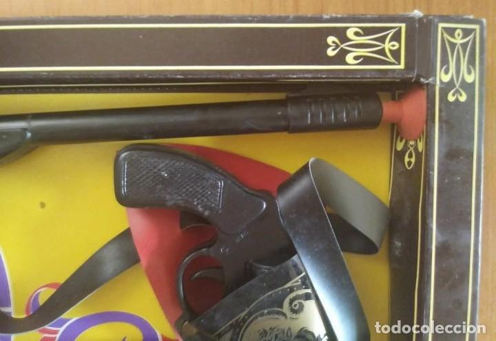 Juguetes antiguos: El vaquero solitario. Caja original. Rifle, revolver con cartuchera y complementos. Gonher Gonzalez - Foto 5 - 128638251