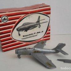 Juguetes antiguos: EKO AVION REPUBLIC F 84 F. INCOMPLETO, EN CAJA. Lote 131579414