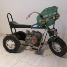 Juguetes antiguos: TRICICLO MOTO MILITAR CON MOTOR ELÉCTRICO DE PINES ESPAÑOLA JANÉ ELECTRIK MODELO 1400 AÑO 1980. Lote 140408094