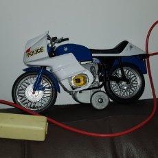 Juguetes antiguos: MOTO POLICIA BMV 100 RS BARVAL CLIM NO RICO ELECTRICA DIRIGIDA. Lote 143061442