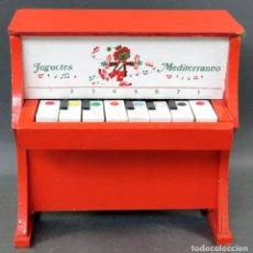 Juguetes antiguos: PIANO MADERA Y PLÁSTICO JUGUETES MEDITERRÁNEO AÑOS 60. Lote 144118082