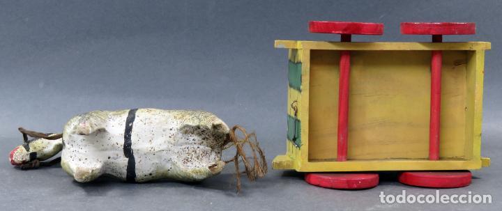 Juguetes antiguos: Carreta madera pintada con caballo cartón piedra Denia años 40 - Foto 5 - 144127214