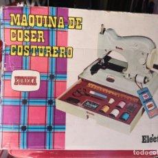 Juguetes antiguos: MAQUINA DE COSER EUREKA COSTURERO AÑOS 70 REF 208. Lote 146876530