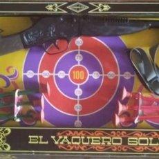 Juguetes antiguos: EL VAQUERO SOLITARIO. CAJA ORIGINAL. RIFLE, REVOLVER CON CARTUCHERA Y COMPLEMENTOS. GONHER GONZALEZ. Lote 150750494