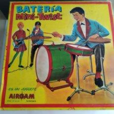 Juguetes antiguos: ANTIGUA CAJA DE AIRGAM BATERIA MINI TWIST. Lote 154907338