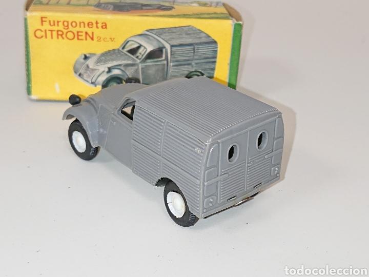 Juguetes antiguos: Furgoneta Citroën 2 cv de Comando à fricción réf. 411 - Foto 2 - 157125014