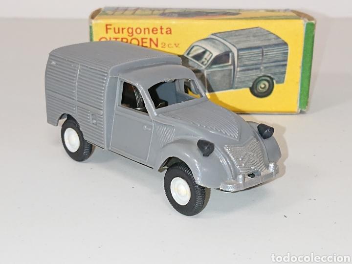 Juguetes antiguos: Furgoneta Citroën 2 cv de Comando à fricción réf. 411 - Foto 4 - 157125014