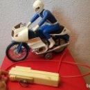 Juguetes antiguos: ANTIGUO JUGUETE MOTO CLIM BMW RS 100 CABLEDIRIGIDA MANDO CLIMENT HERMANOS. Lote 160484194