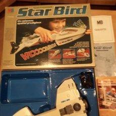 Juguetes antiguos: MB NAVE STAR BIRD, AÑO 79 FUNCIONANDO COMPLETA.. Lote 160556774