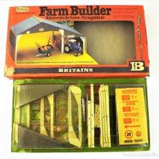 Brinquedos antigos: BRITAINS 4708 FARM BUILDER CCA 1970. Lote 161347434
