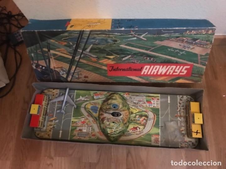 Juguetes antiguos: INTERNATIONAL AIRWAYS HOJALATA AVION WESTERN GERMANY AÑOS 50 TECHNOFIX FUNCIONANDO - Foto 14 - 99385387