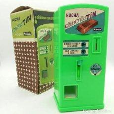 Juguetes antiguos: HUCHA CHOCOLATIN DE JUGUETES KUXAN. Lote 165990894