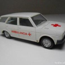 Juguetes antiguos: COCHE SEAT 131 AMBULANCIA PLASTICOS ALBACETE AMBULANCE MEDICO MODEL CAR MADE IN SPAIN FIAT ALFREEDOM. Lote 167041426
