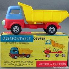 Brinquedos antigos: CAMIÓN VOLQUETE DESMONTABLE GEYPER PLÁSTICO A FRICCIÓN CON SU CAJA REF 544. Lote 219264417