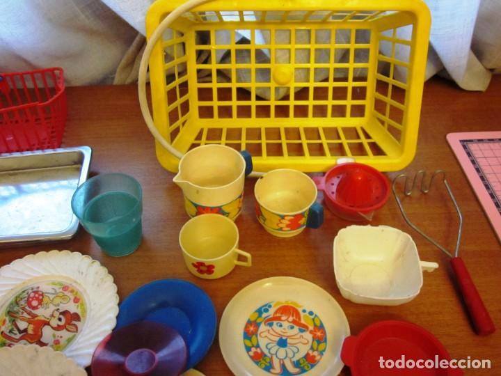 Juguetes antiguos: Antiguos accesorios de cocina, vajilla, cestas, platos... Pse y otras marcas - Foto 8 - 171104174