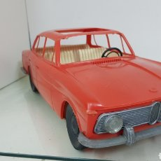 Juguetes antiguos: REX BMW 1800 FABRICADO EN PLÁSTICO CON BASE METÁLICA DE GRAN TAMAÑO 37 CM X 14 CM. Lote 172083094